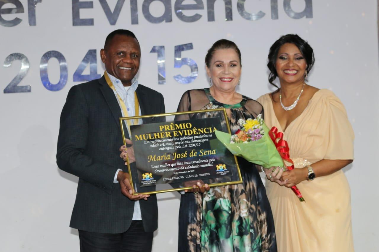"Ossesio Silva recebe medalha ""Homem Evidence"""