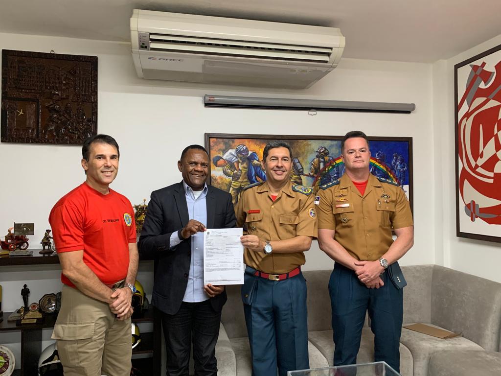 Ossesio Silva destina recurso para Corpo de Bombeiros Militar de PE