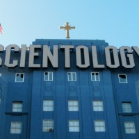 """""""Going Clear"""" Scientology Aired Out on HBO Documentary - Celebs """"Mean Tweet"""""""