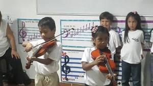Tocar el violín, mejor que las pastillas para los trastornos psicológicos de los niños