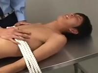 性欲旺盛な年頃の男の子から強制的に精子を搾り取る
