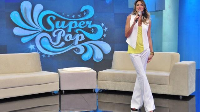 Luciana Gimenez no cenário antigo do programa (Foto: Divulgação)