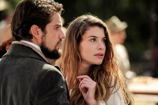 Felipe (Rafael Cardoso) e Lívia (Alinne Moraes) *** Local Caption *** Cap 4 – Cena 26 - Lívia ( Alinne Moraes ) e Felipe ( Rafael Cardoso )