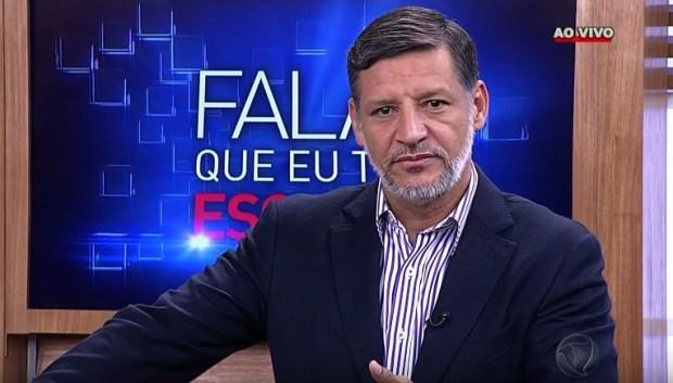 """Bispo Clodomir Santos no comando do """"Fala Que Eu Te Escuto"""" (Foto: Reprodução/Record)"""