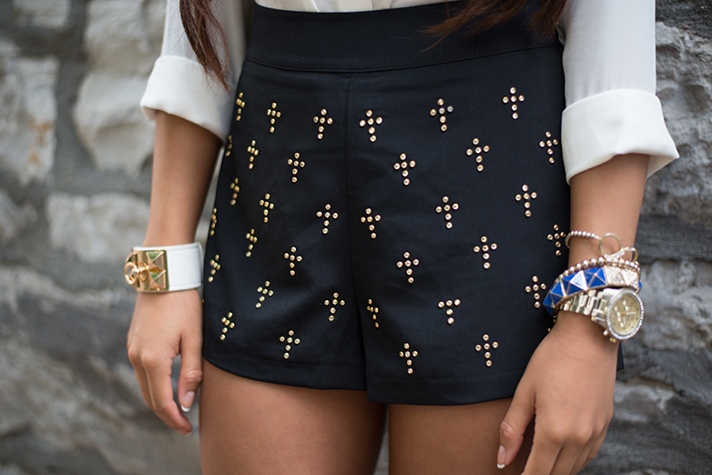 black high waisted shorts, gold accessories, forever21, gold and blue accessories, studded shorts