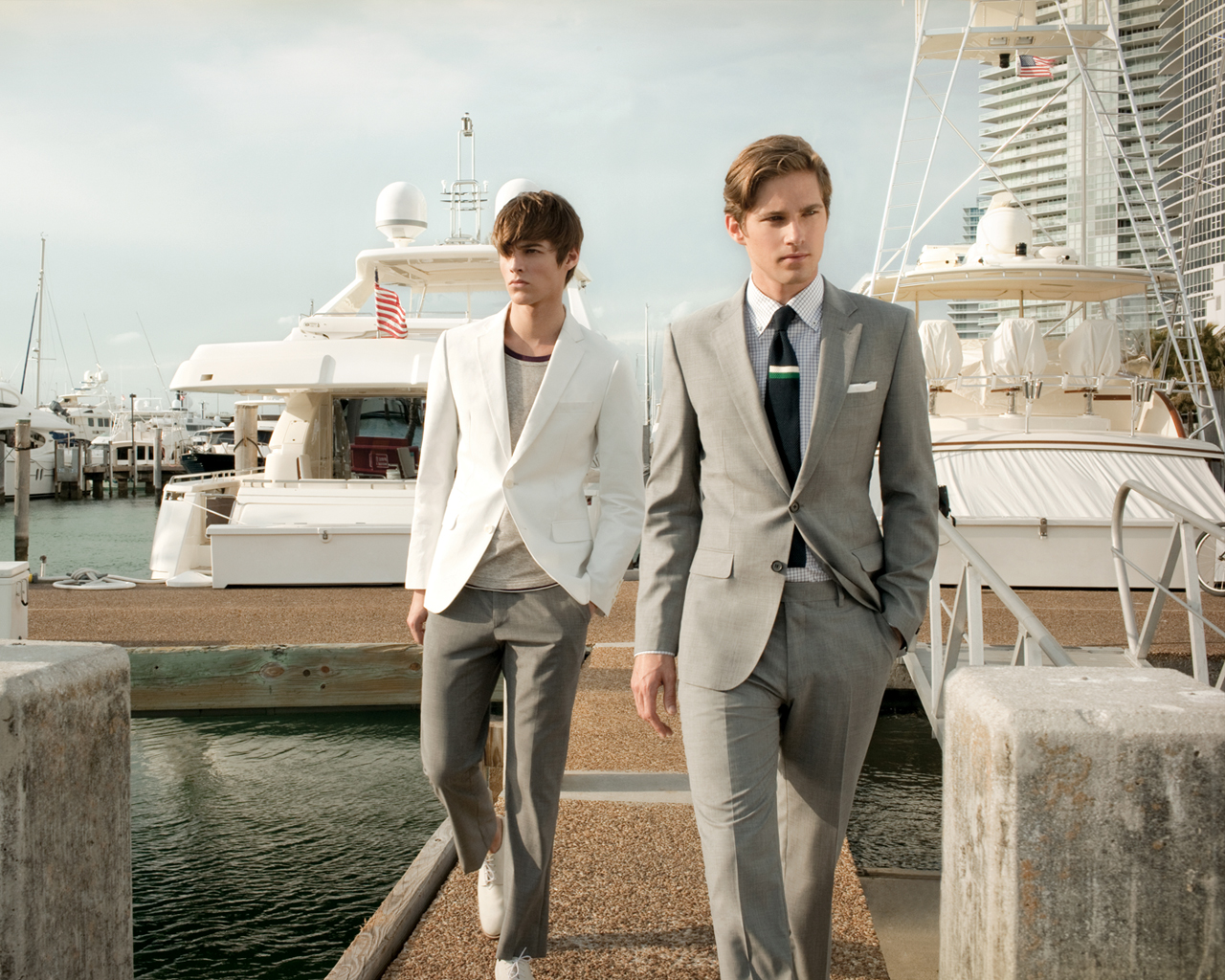 grey suit, gq grey suit, white mens blazer, white suit street style, models wearing suits