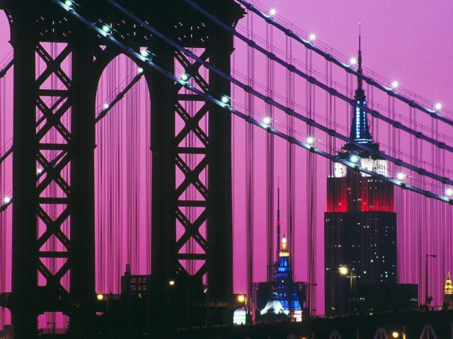 Manhattan_Bridge_and_the_Empire_State_Building_at_Night_New_York