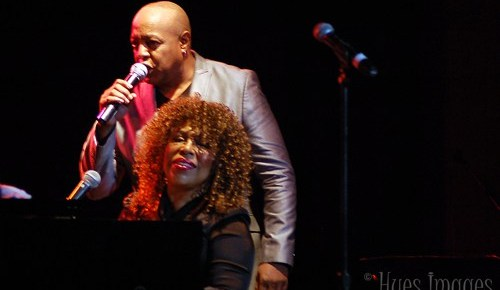 12/17/15 O&A NYC Throwback Thursday: Peabo Bryson and Roberta Flack – I'll Be Home For Christmas