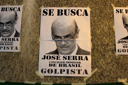 José Serra é recebido na Argentina com protesto contra o golpe