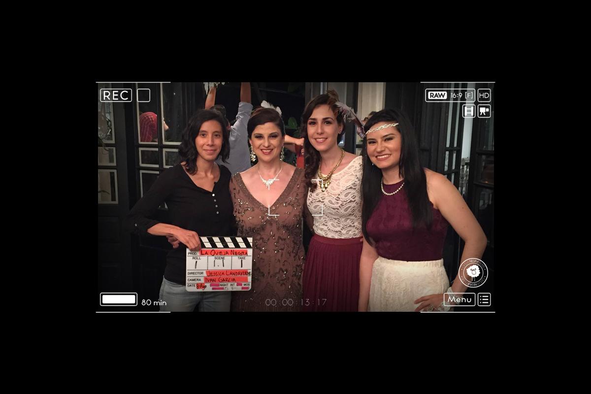 Escarlata, Jess Landaverde y  Teresina Bueno