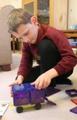 Magnetic Construction fun with Playmags