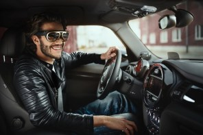 駕車新配備 MINI 開發擴增實境輔助眼鏡
