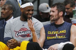 你也常被翻舊照嗎?LeBron James 捉弄隊友順便破解不和傳言