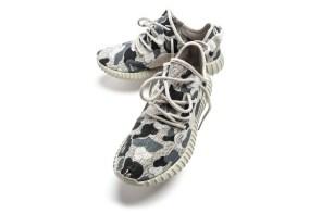 不滿足只有 Yeezy Boost 350,所以添加 BAPE 迷彩圖案在鞋面上!