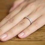 指輪をはめる向きで、運氣が変わる