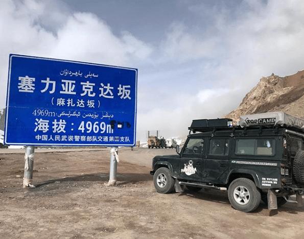 083_Pandora_on_the_road_tibet