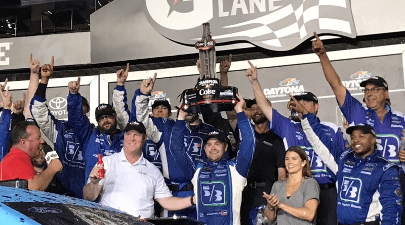 ricky stenhouse wins 2017 coke zero 400