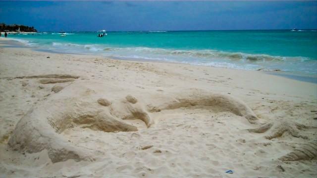 Crab sandcastle in Playa del Carmen