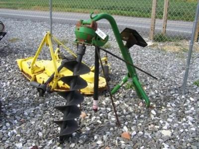 62: John Deere 3pt Post Hole Digger for Tractors : Lot 62