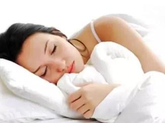 Los experimentos también revelaron que, en condiciones de restricción de horas de sueño, los hombres aumentan más de peso que las mujeres.