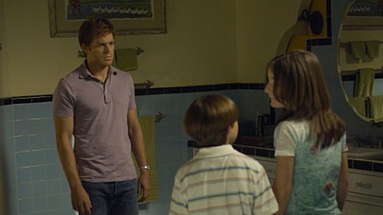 Dexter får stadig nye utfordringer som gjør det seriemorder-hobbyen vanskelig å bedrive. (Foto: Showtime)