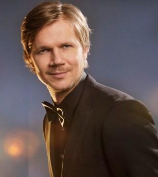 Vegard Larsen, programleder i Filmbonanza. (Foto: NRK)