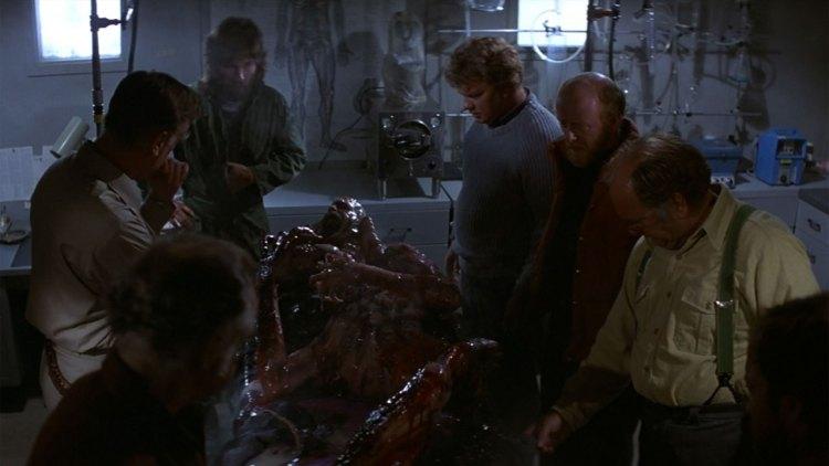 Forskerne på den amerikanske sydpolbasen har funnet noe rart i The Thing (Foto: Universal Pictures).