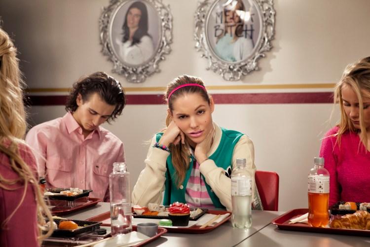 Triana Iglesias spelar Synnøve Risnes, den skumle ytre fare (Foto: Tappeluft Pictures / Norsk Filmdistribusjon).