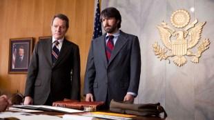 Bryan Cranston og Ben Affleck i Operasjon Argo (Foto: Warner Bros. Pictures/ SF Norge AS).
