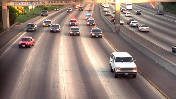 Den berømte hvite Broncoen som fraktet O.J. Simpson da han rømte fra politiet i 1994. (Foto: NRK, ESPN)