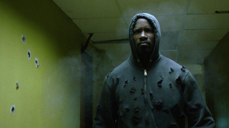 Luke Cage tåler kuler bedre enn de fleste. (Foto: Netflix).