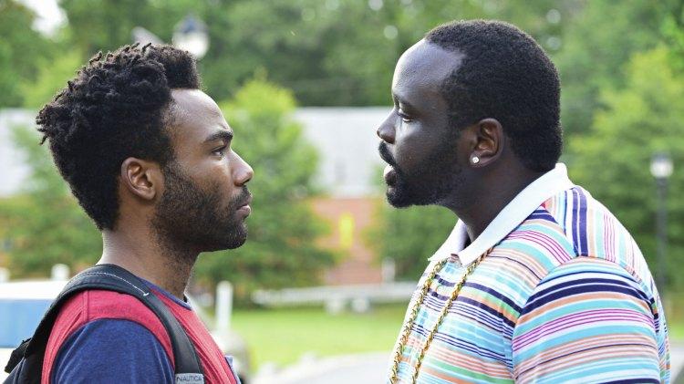 Earn (Donald Glover) må overbevise sin fetter Paper Boi (Brian Tyree Henry) om at han kan gjøre en jobb for rapkarrieren hans.(Foto: FOX, FX)