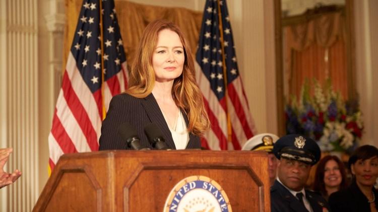 24: Legacy virker ikke interessert i å ta tilbake terrorserietronen fra Homeland, men seriene blir snarlige når den gamle Homeland-agenten Miranda Otto dukker opp. (Foto: TV3, Fox)