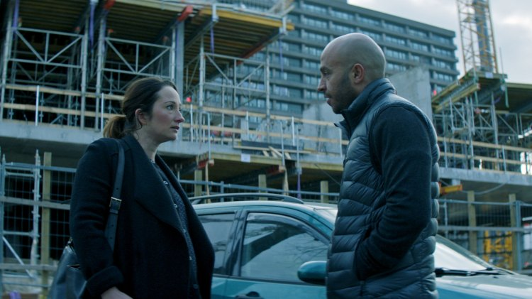 De kvinnelige rollefigurene, her ved Zaids kone Stine (Stine Fischer Christensen),  er stort sett kun bekymret i den danske filmen Underverdenen.  (Foto: Norsk Filmdistribusjon)