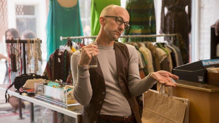 Jim Rash spiller en av birollene som spriter opp serieuniverset.  (Foto: Netflix)
