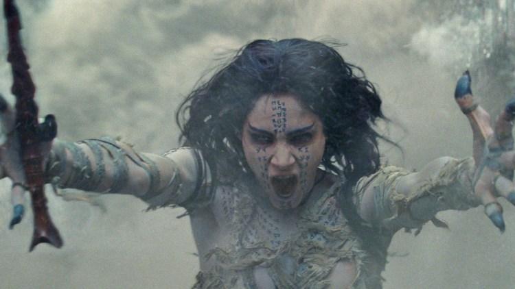 """Den egyptiske prinsessen Ahmanet (Sofia Boutella) blir vekket til live i """"The Mummy"""". (Foto: United International Pictures)"""
