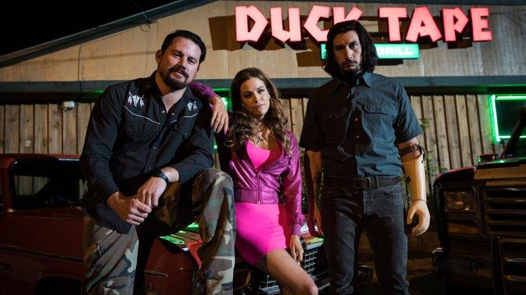 Regissør Steven Soderbergh er som vanlig god med både casting, kostymer og kulisser. Redneck-stemninga er glattpolert, men stilig i Lucky Logan.  (Foto:  Norsk Filmdistribusjon)