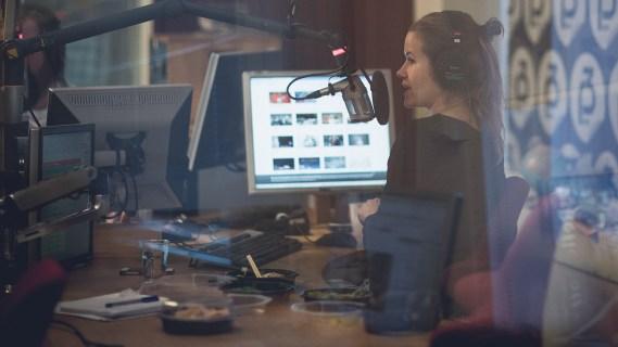 Live klar for maratonsending i studio. Foto: Kim Erlandsen, NRK P3