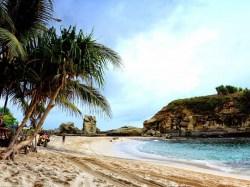 Keindahan pesona Pantai Klayar. (Foto: Arif Sasono)