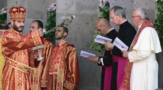 Papież na Boskiej Liturgii: razem w kierunku pełnej jedności