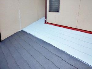 屋根塗装 下塗り(遮熱プライマー)