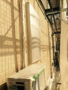 1階のサイディング壁のガイナ塗装です。 西面