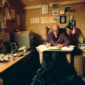 roald-dahl_inside-writing-hut