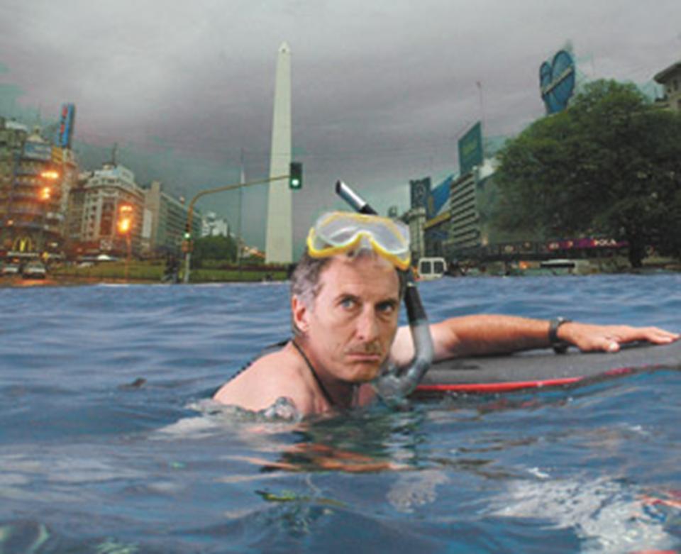 Buenos Aires inundado - Macri nadando