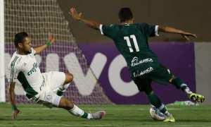 Com arbitragem polêmica, Goiás vence, respira e tira Palmeiras do G-4