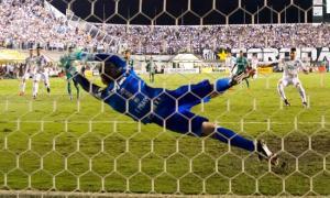 Palmeiras sofre revés na Vila, mas segue vivo na decisão da Copa do Brasil