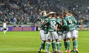 Sob olhares do Barça, Gabriel Jesus comanda vitória do líder Palmeiras sobre América-MG