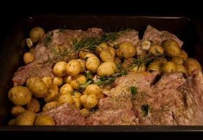 συνταγές για αρνί ή κατσίκι στο φούρνο με πατάτες