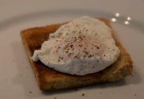 Αβγά ποσέ με σπαράγγια