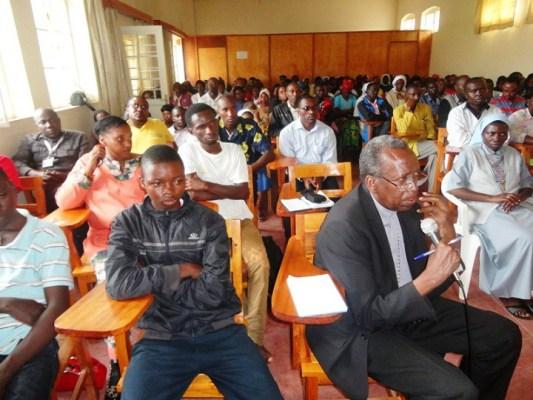 Musenyi Smaragde Mbonyintege, Umushumba wa Diyosezi ya Kabgayi, mu muhango wo Kwibuka wabereye i Kabgayi